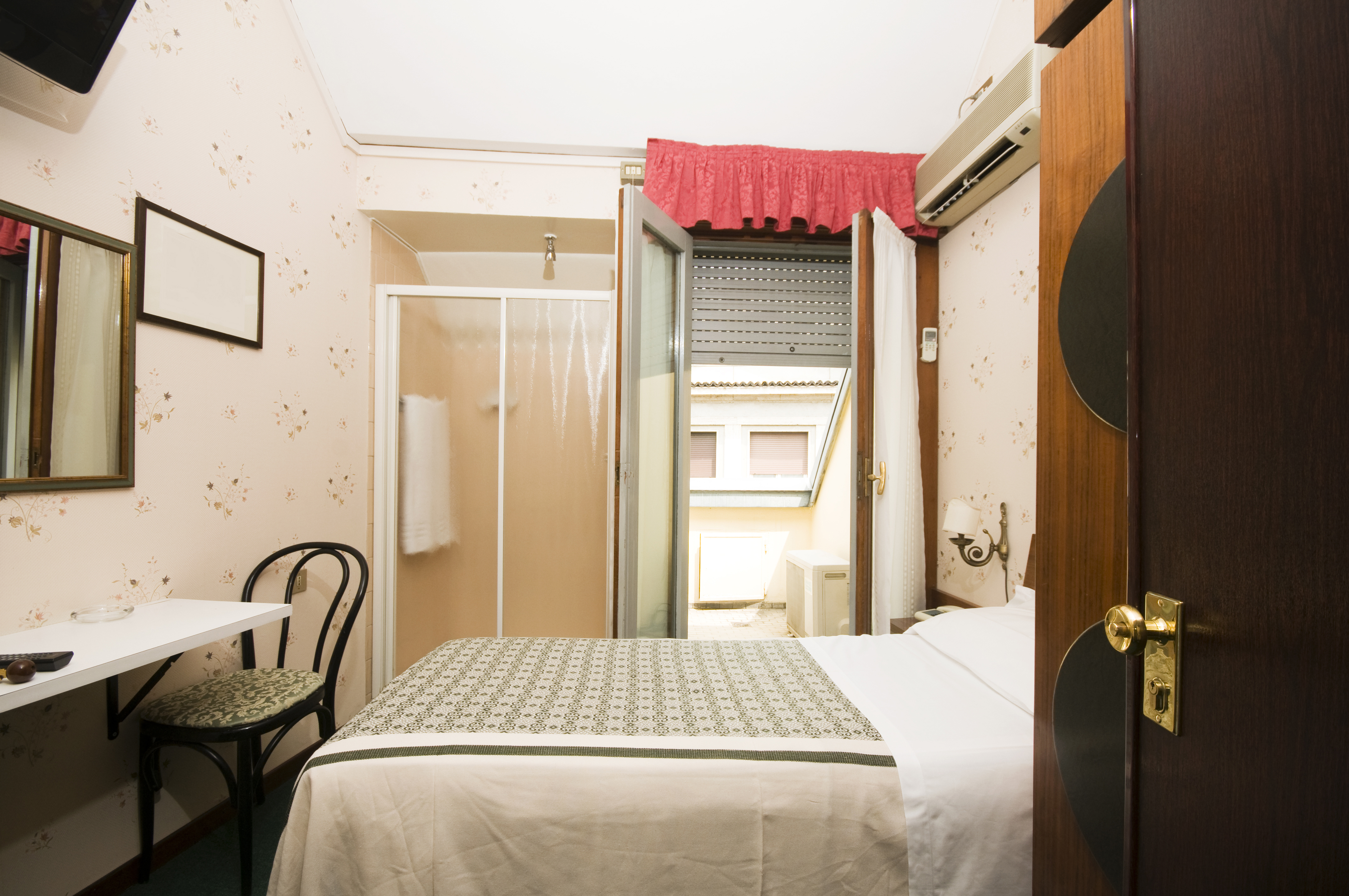 The Benefits Of Running A Small Hotel Business