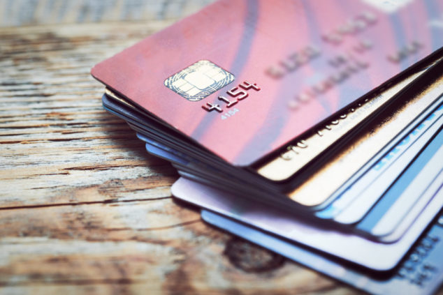 Business credit cards: how to use them for steady cash flow